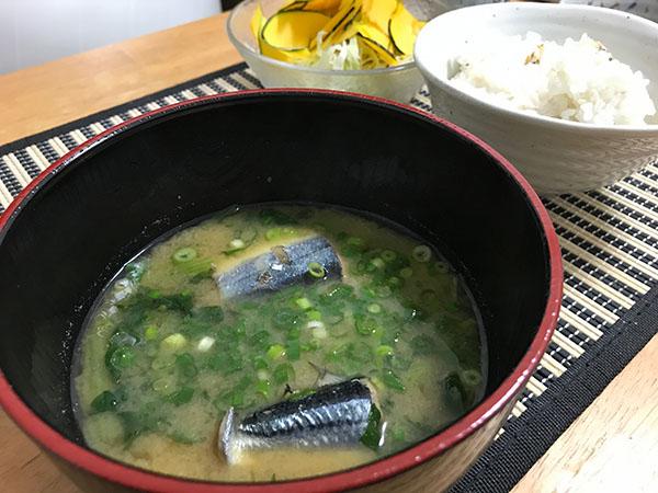 秋刀魚の味噌汁